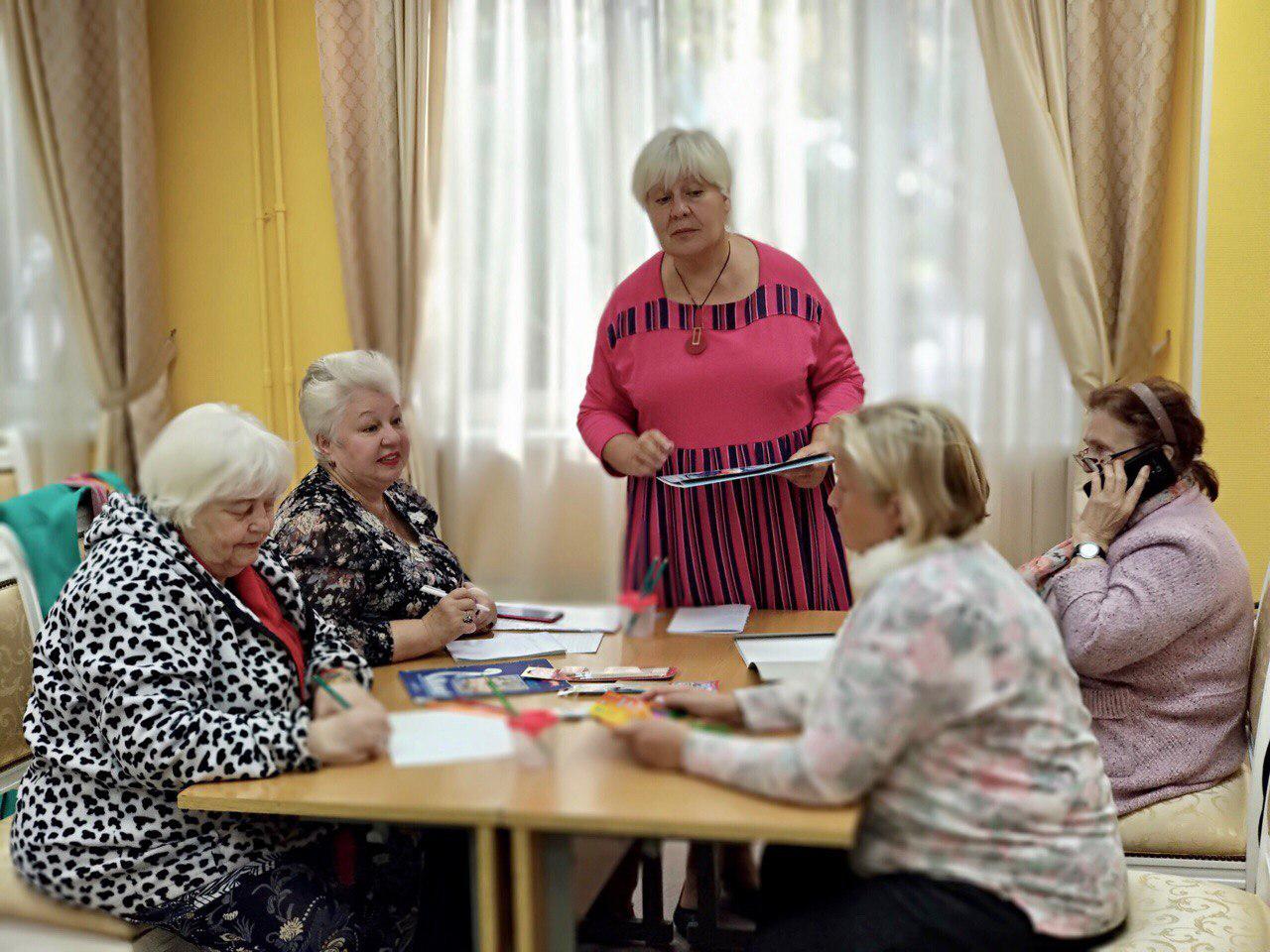 Занятия по направлениям «Информационные технологии» и «Творчество» для пенсионеров стартовали в Некрасовке