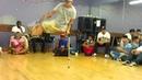 Парень инвалид, без одной ноги - классно танцует.