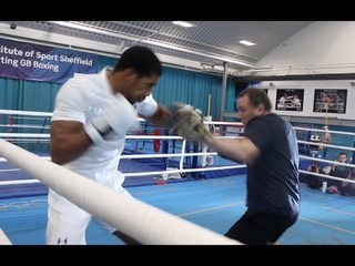 BEAST! - ANTHONY JOSHUA DESTROYS THE PADS WITH TRAINER ROB McCRACKEN / JOSHUA-POVETKIN