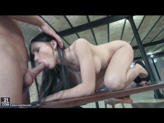 Питерская девушка Sasha Rose пробует анальный секс с любовником в просторной квартире. (Sasha Rose, porn, sex, anal, blow job)