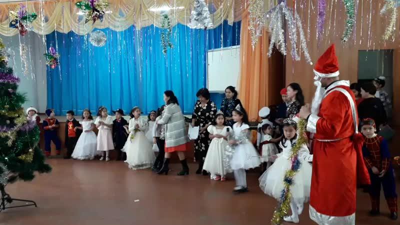 Жаңа жыл кеші 1 клас Айзере. 2018-19 ж
