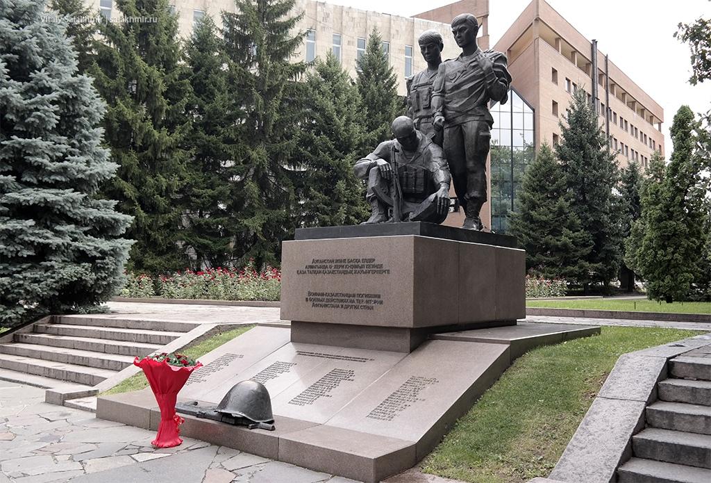 Памятник воином в парке 28 панфиловцев, Алматы 2019