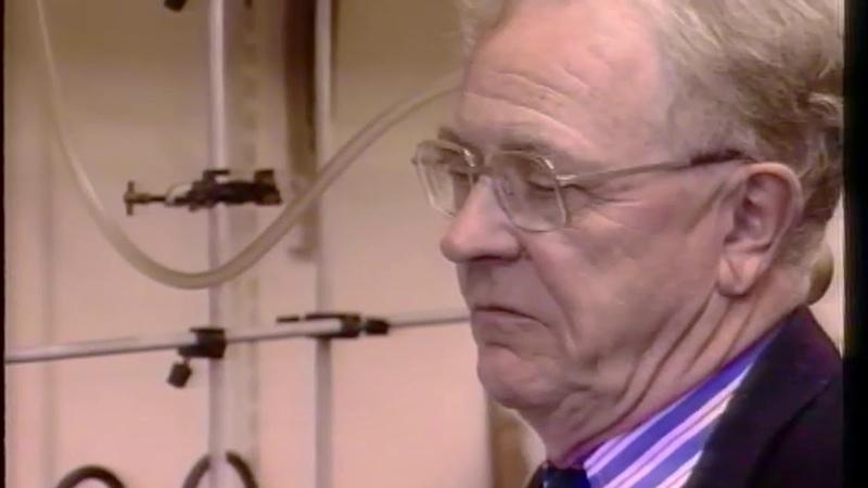 Prof Sir Geoffrey Wilkinson in his research lab: 1992