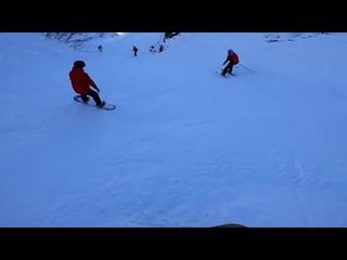 Момент падения лыжника попал на экшн камеру сноубордиста