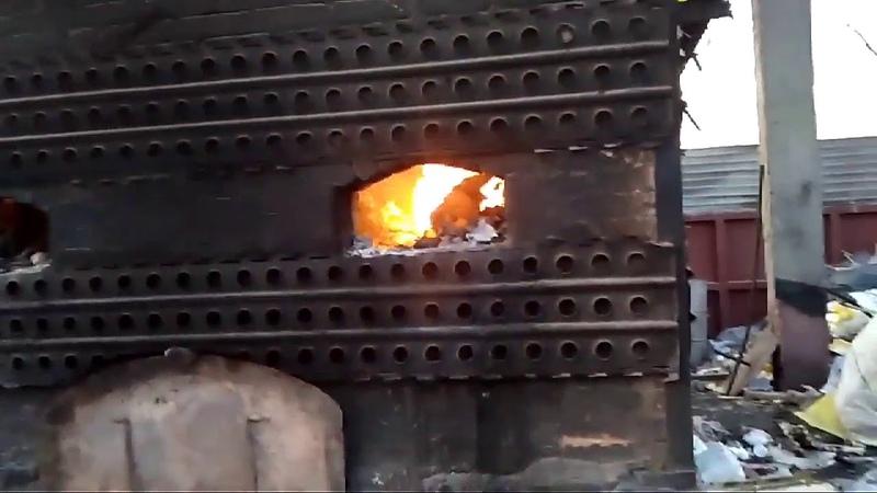 В Астрахани обнаружил печь, из который исходит едкий дым, и крупную нелегальную свалку