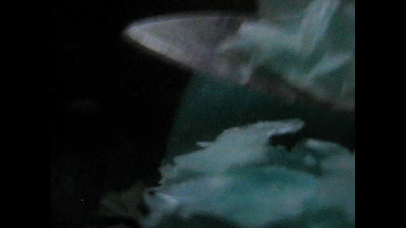 режу полупрозрачное синее мыло2