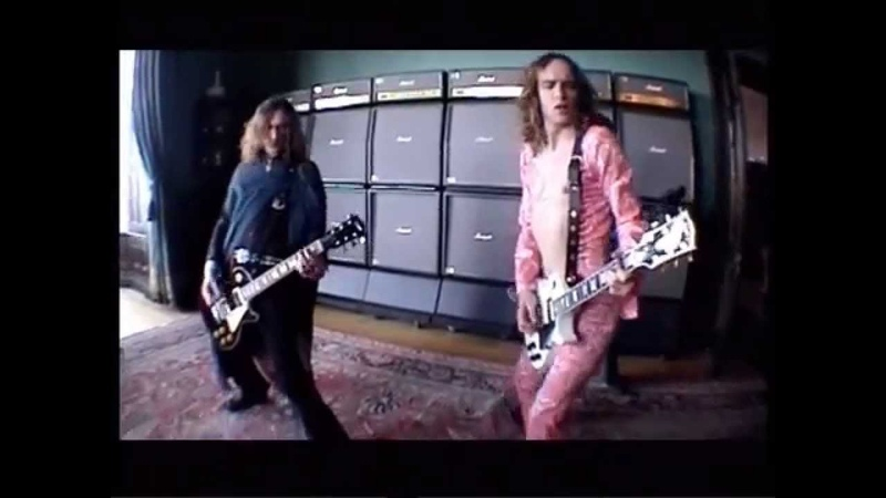 The Darkness - Growing On Me 2003 Music Video HD