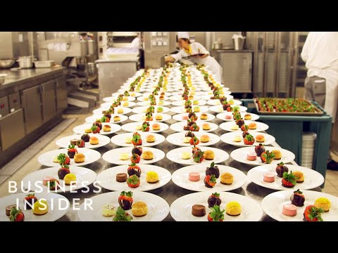 How The World's Largest Cruise Ship Makes 30 000 Meals Every Day