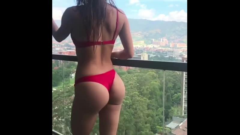 Красивая брюнетка приняла душ в отеле (порно, секс, эротика, попка, booty, anal, анал, сиськи, boobs, brazzers, школьница)