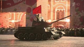 НаКрасной площади прошла первая ночная репетиция парада вчесть Дня Победы. Новости. Первый канал