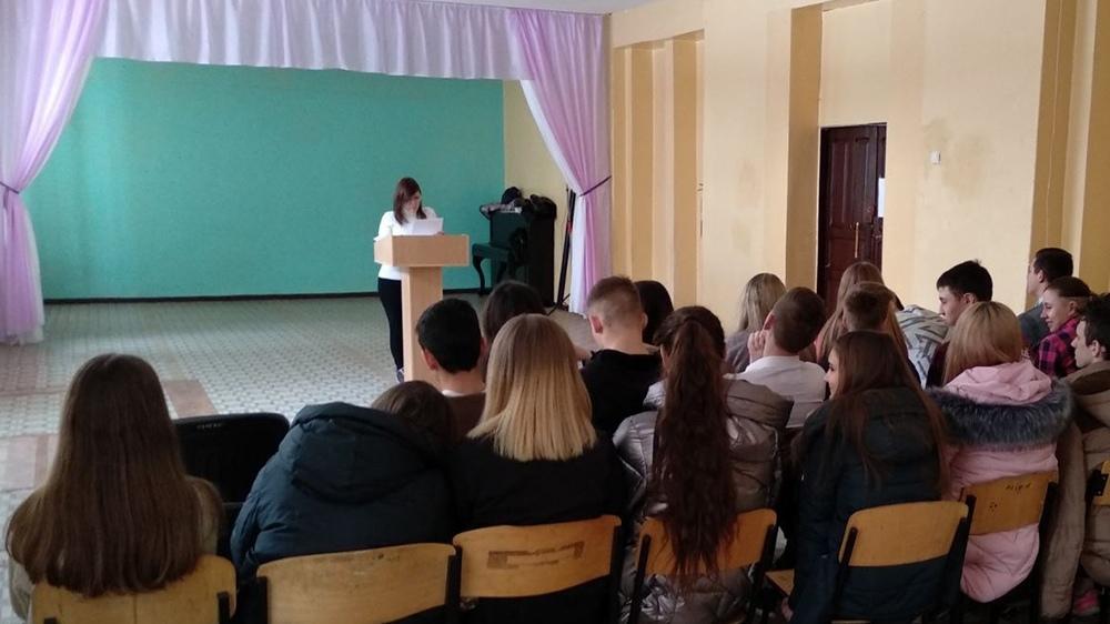 Сотрудники ДГУ юстиции Минюста ДНР провели лекцию для учащихся 9-11 классов