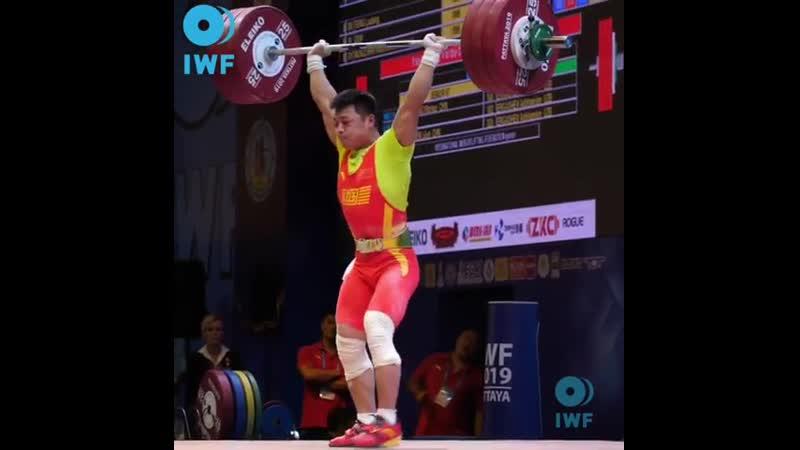 Chen Lijun (67kg, China 🇨🇳) clean and jerks 187kg