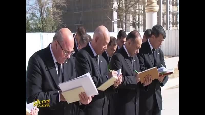 Президент Туркмении лично проинструктировал чиновников каким должен быть 15 метровый памятник алабаю