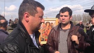 16 апреля 2014 года. Под Краматорском местные жители заблокировали передвижение украинских войск.