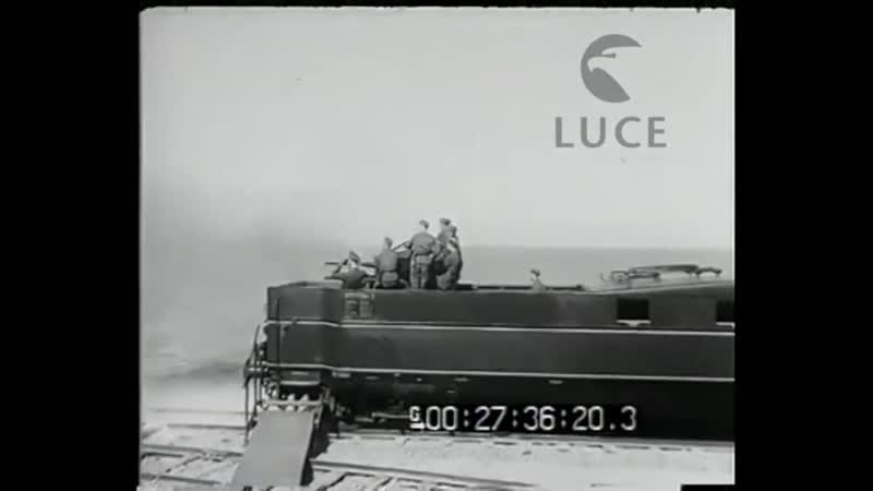 Il Duce a Nettunia. Il duce visita il treno blindato contraereo donatogli dal Fuehrer