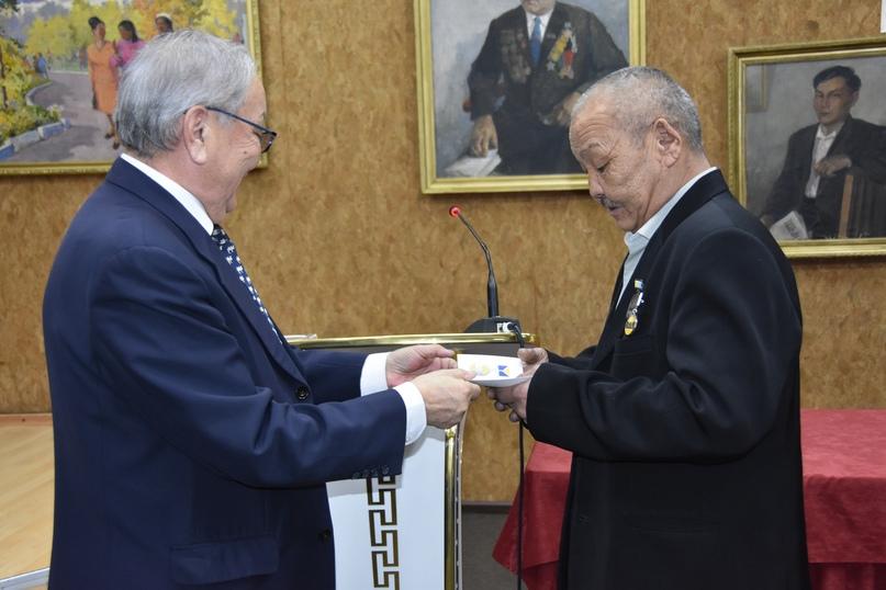 Награждение Юрия Тойбухаа