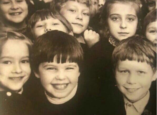 Евгения Уваркина опубликовала свои школьные фото — Изображение 1