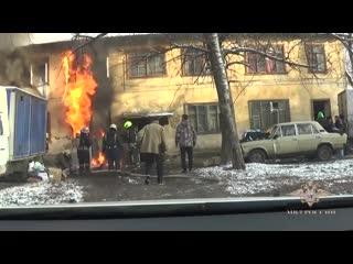 Инспекторы ДПС спасли людеи из горящего дома в Подмосковье