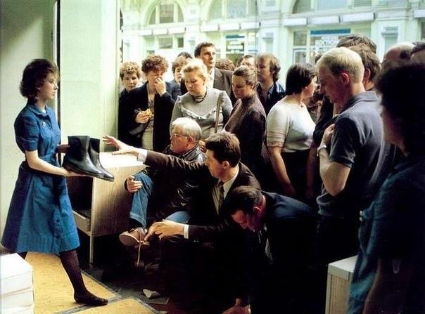 В ГУМе. Москва. 1980-е. Спасибо за и подписку