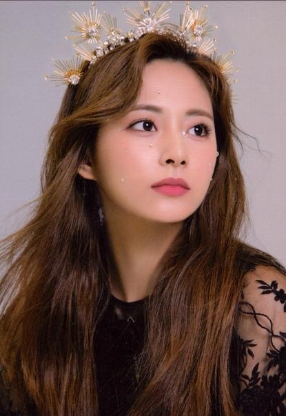 Цзыюй внесена в список «The 100 most beautiful faces 2019 / Самые красивые лица 2019 года», заняв 1 место Чжоу Цзыюй/ Chou Tzuyu певица, модель, является вокалисткой, ведущим танцором, вижуал и