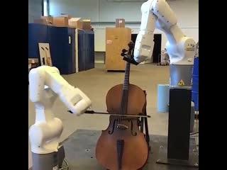 Роботы играют на виолончели