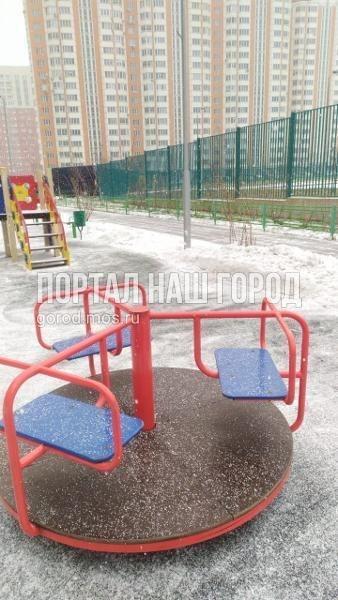 Детская площадка на Вертолетчиков снова стала комфортной для игр