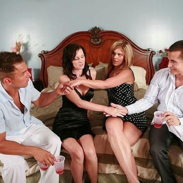 Самая большая оргия трех семейных пар на вечеринке