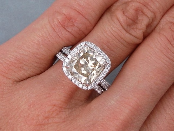 4.37 ctw Cushion Cut Diamond Engagement Ring and Wedding Band Set - BigDiamondsUSA