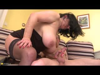 📼 Зрелая толстушка скачет на члене любовника [ milf, mature, bbw, big ass, 50+, plusmilfs, tits, пышки, толстушки, мамки, хуй ]
