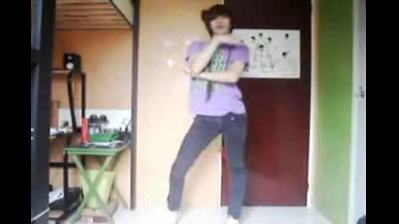 Boy dancing to 미인아 BONAMANA NU ABO Without U 너