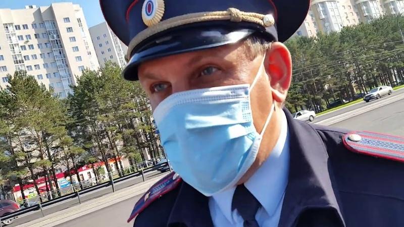 Неизвестное лицо в Кемерово в сопровождении участкового требует наличие масок у пассажиров