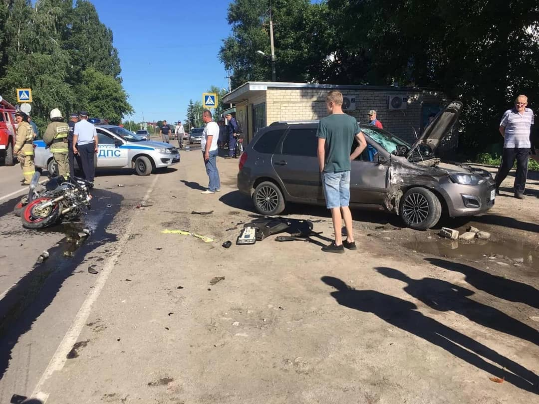 В Петровске, в микрорайоне военного городка, произошло ДТП, в котором пострадали два человека