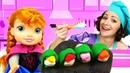 Игры в готовку. Куклы Анна и Эльза Холодное Сердце в шоу Готовлю игрушкам. Роллы из Плей До
