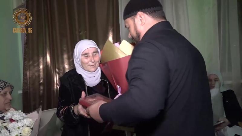 Рамзан Кадыров поздравляет дорогих наших МАТЕРЕЙ с Днём чеченской женщины