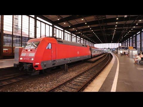Enkele treinen op station Berlin Zoologischer Garten