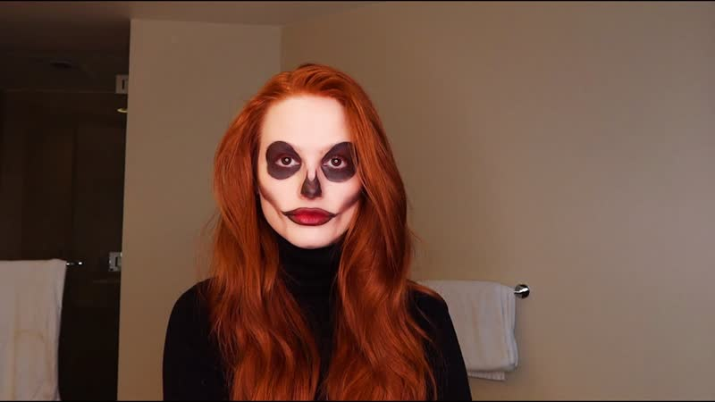 Мэделин Петш Following the audio of a Halloween makeup tutorial Madelaine Petsch