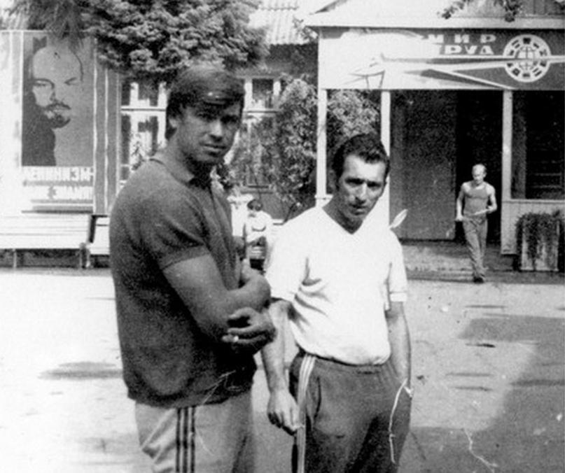 Борис Акбашев справа
