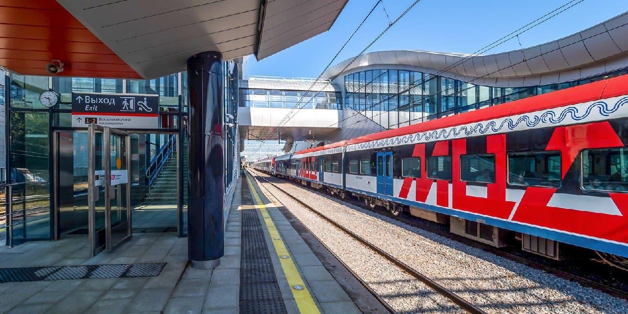 В поездах на станциях МЦК включили кнопки открытия дверей. Фото Д.Гришкина. mos.ru