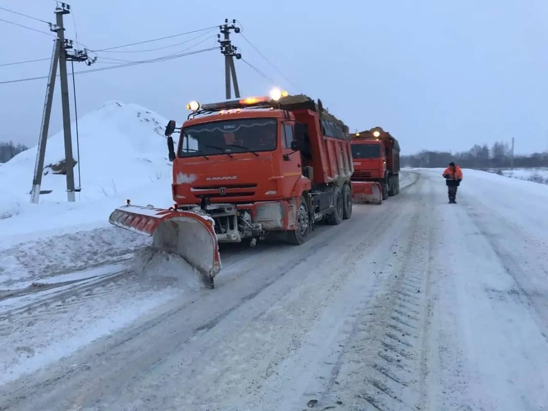 Для расчистки дорог Петровского района задействовали более 20 единиц спецтехники