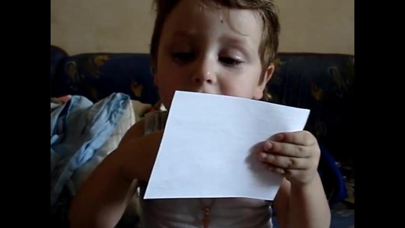 Маленькая девочка читает медицинсую справку.. 😄 23.07.16