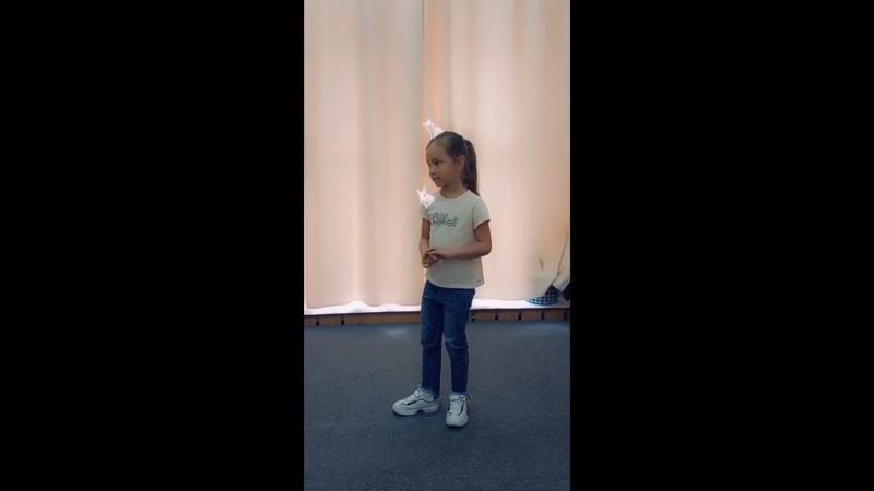 На занятии по вокалу Ариша Лазарева педагог Шаврыгина Надежда Александровна