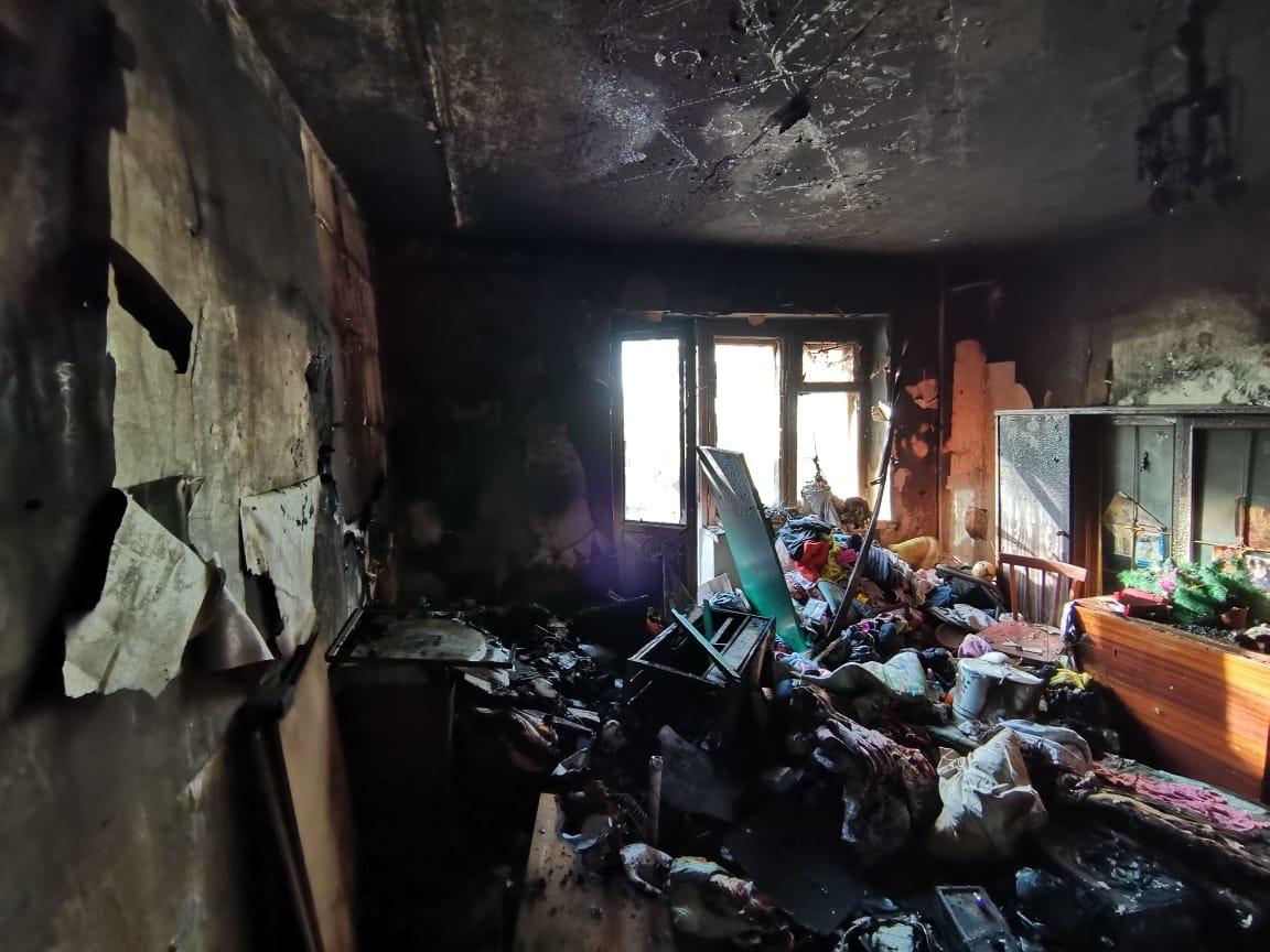 В пятиэтажном жилом доме сгорела квартира в КЧР