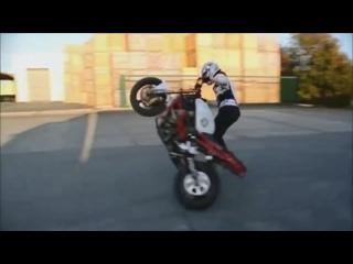 Девушка на мотоцикле Супер трюки