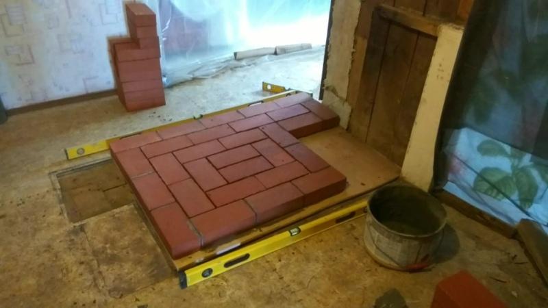 Строительство печи из кирпича взамен старой в деревенском доме