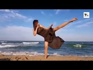 SLs - Amazing Taekwondo Girls  Fantastic Kicking skills
