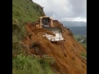 Достаточно опасная работка на склоне горы 😯