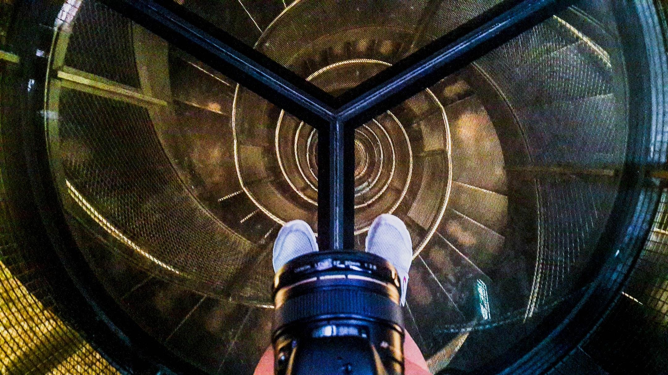 винтовая лестница на часовую башню Инсбрука, август 2019