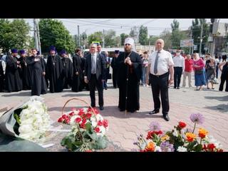 Митрополит Игнатий возложил цветы к памятнику святым равноапостольным Кириллу и Мефодию ()
