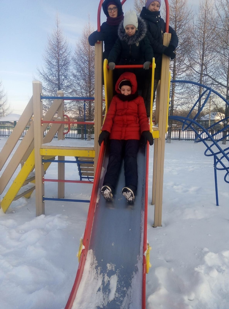 """5 января в Малоскарединском сельском поселение прошли зимние забавы """" Ура каникулы!"""