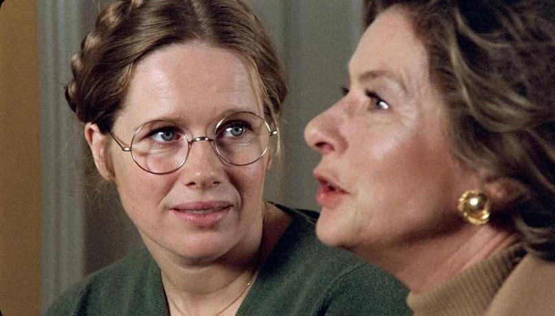 Смотреть «Осеннюю сонату» Бергмана сложно. Как будто пришел на сеанс к психотера...